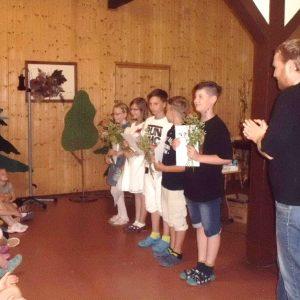 Schüler der Klasse 4 mit ihrem Klassenlehrer Herrn Kolbe